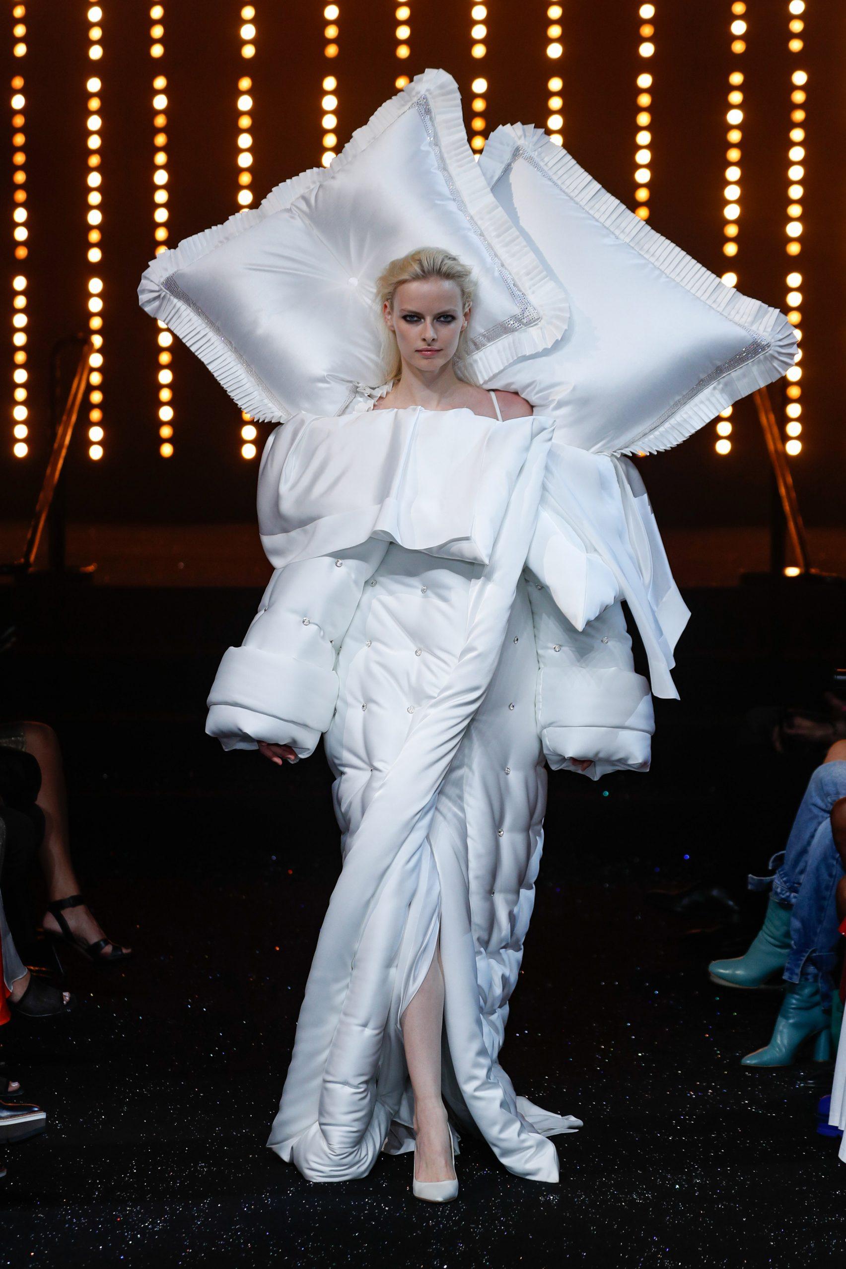 viktor-rolf-haute-couture-aw-2018-fashion-design_8