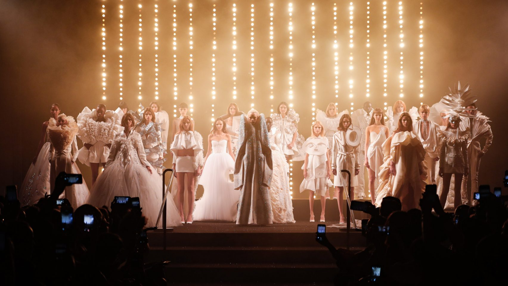 Viktor Rolf Mark 25th Anniversary With All White Couture Collection